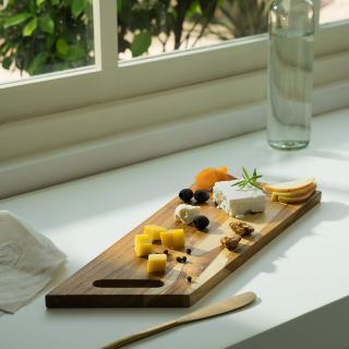 in teak wooden cheese/bread board rectangle